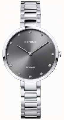 Bering Crystal set caja y brazalete de titanio gris 11334-772