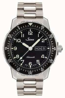 Sinn 104 st sa un clásico reloj piloto de pulsera de acero inoxidable. 104.011 BRACELET