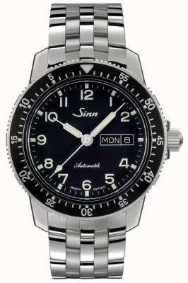 Sinn 104 st es un reloj piloto clásico, pulsera de acero con eslabones finos. 104.011 FINE LINK BRACELET