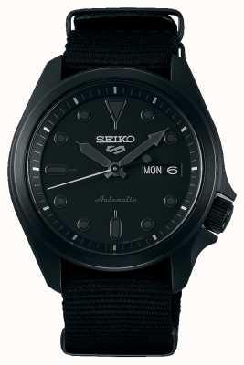Seiko 5 deportes | caja negra ip plateada | correa nato negra SRPE69K1